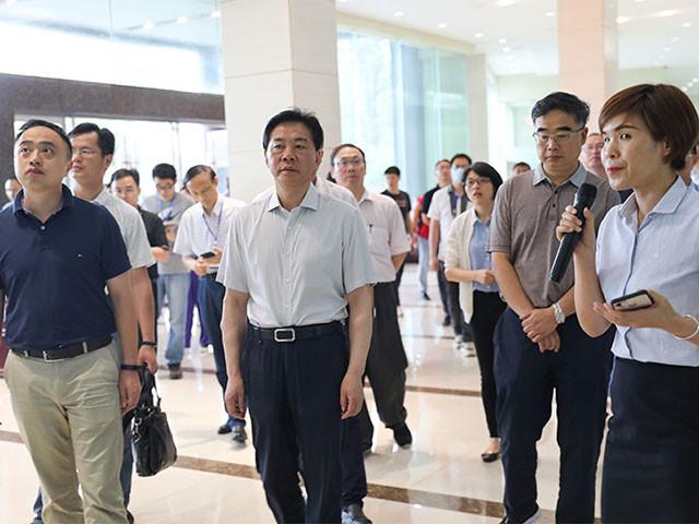 萍乡市海绵产业产品推介会会议代表至我公司现场参观考察